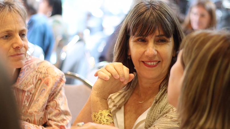 <p>En 2019, y a casi un año de haber asumido la cabeza de la casa de estudios, la Rectora Nacional de la UST, María Olivia Recart, fue destacada con el Premio 100 Mujeres Líderes de El Mercurio por su contribución al sector educacional de Chile. A través de este galardón, el diario nacional busca visibilizar el liderazgo femenino que aporta al desarrollo del país.</p>